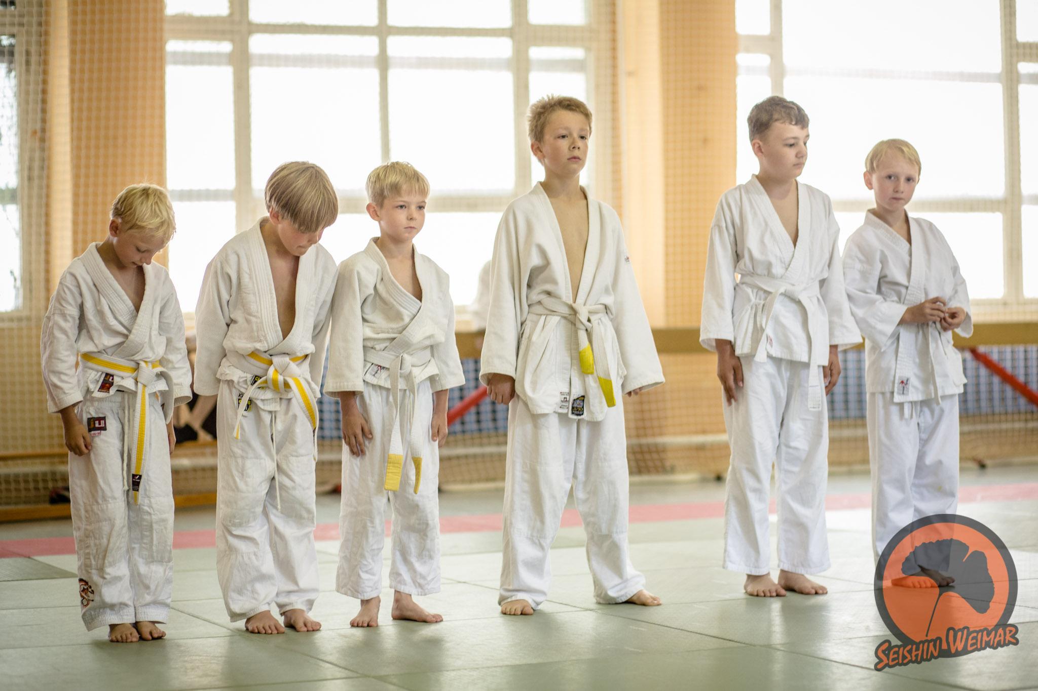 Die Kleinsten der Jugend zusammen bei der Gürtelprüfung